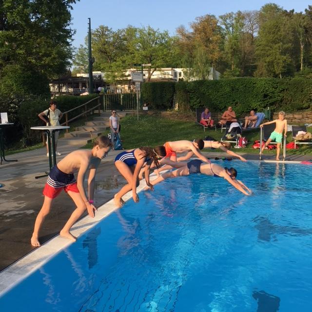"""""""Anschwimmen"""" im Rochusclub"""
